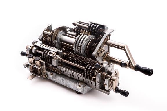 Calculadora mecánica ORIGINAL ODHNER MOD. 239 (cortada para demostración)