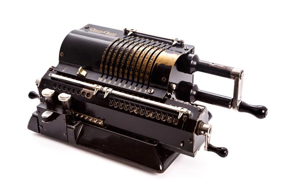 Calculadora mecánica ORIGINAL ODHNER MOD. 27