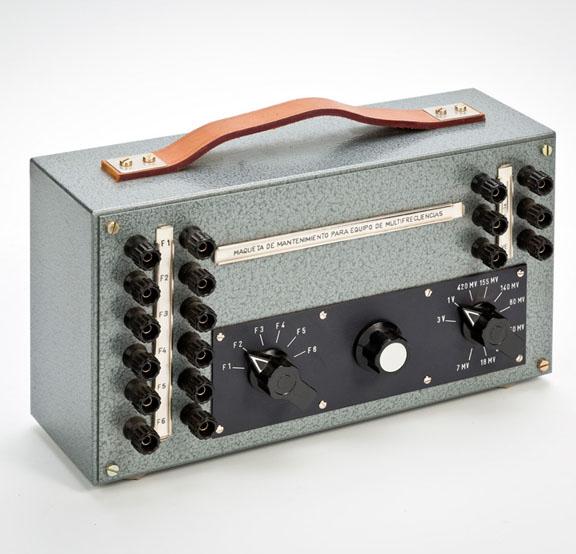 Maqueta de mantenimiento para equipo de multifrecuencias