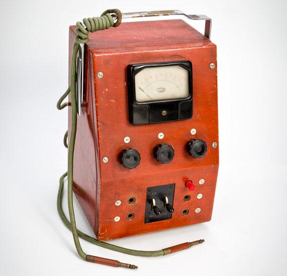 Medidor de corriente electrica en centrales telefónicas electromecánicas