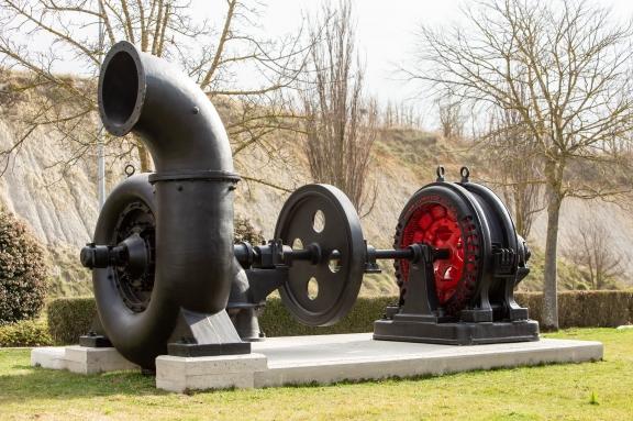Grupo turbina-alternador de la Minicentral Hidroeléctrica de Artozqui