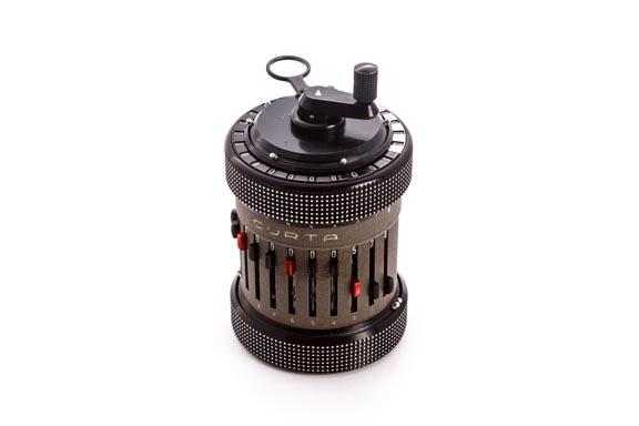 Calculadora mecánica CURTA (tipo II)